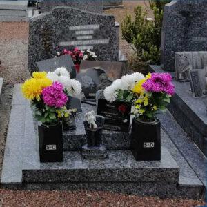 caveau fleurs ornements funéraire saint andré